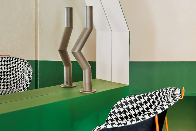 The design of Hues Hair uses bold colour and simple geometry to lend the interior a sense of order and unity.