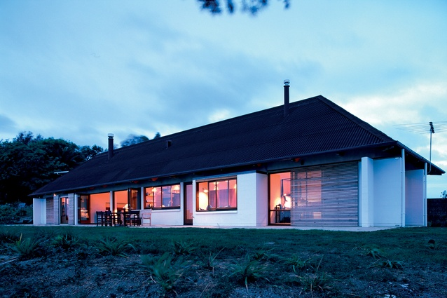 Edwards House, Waiheke Island, 1997. Subsequently joined on its site by Number 5 house, this house features concrete block and crafted timber throughout the long structure.