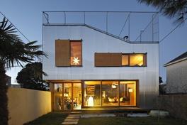 Hot House: Metallic House
