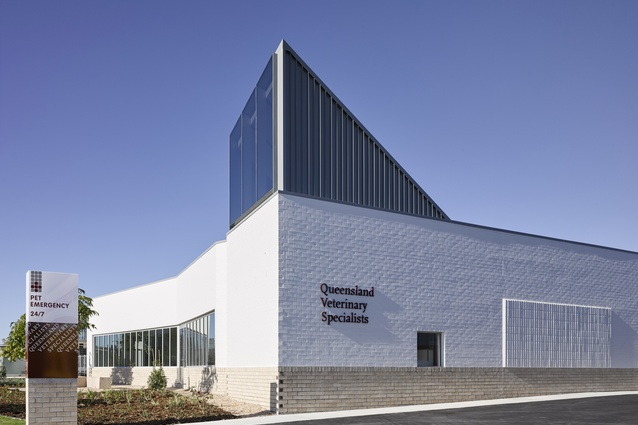 Northlakes Vet Hospital by Vokes and Peters.