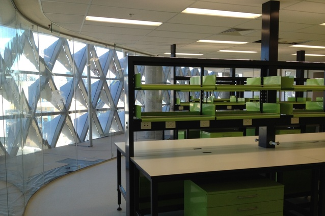 South Australian Health and Medical Research Institute (SAHMRI) flexible benching system, design by Woods Bagot and RFD.
