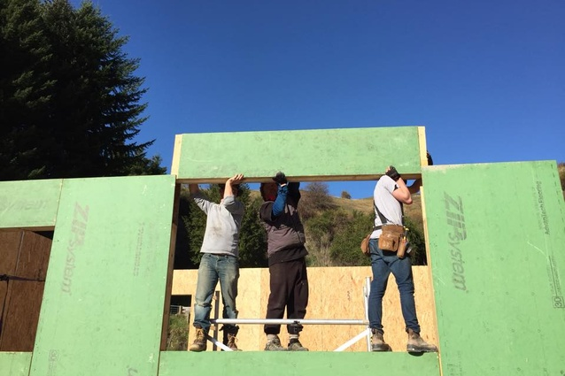Assembling structural insulated panels for the Taramea House. To reach Passive House Standard there must be continuous wall and roof insulation with no thermal bridges.