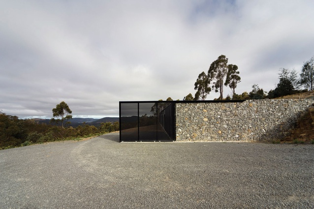 Longley House: Natural materials tie the house to its surroundings.