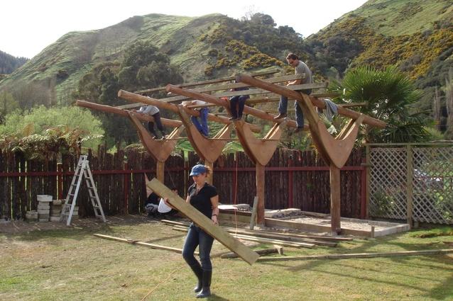 Manuhiri Visitor Shelter, Whanganaui. Built through Unitec's Te Hononga Māori Architecture programme in 2007.