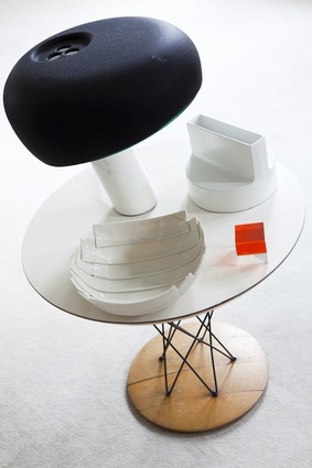 A 1956 Guéridon side table by Isamu Noguchi displays a Snoopy lamp by Achille & Pier Giacomo Castiglioni.