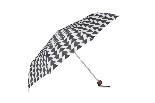 "Arrow folding umbrella | <a href=""http://shop.cittadesign.com/products/arrow-folding-umbrella"" target=""_blank""><u> $49.90 from Citta Design.</u></a>"