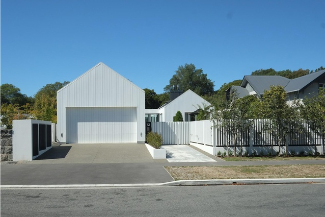 Housing Award: Villa Close by Thom Craig Architects. Street view.