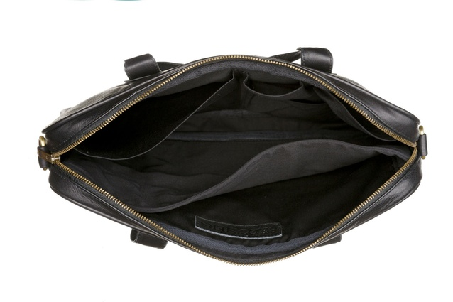 Inside the bag is a padded internal compartment divider, an Ipad pocket, a cellphone pocket and two extra interior compartments.