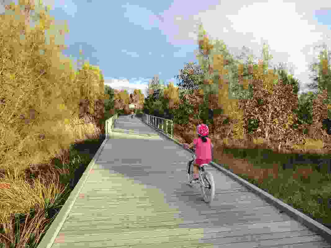 The Ponds features 4.5 kilometres of cycleways and pathways.