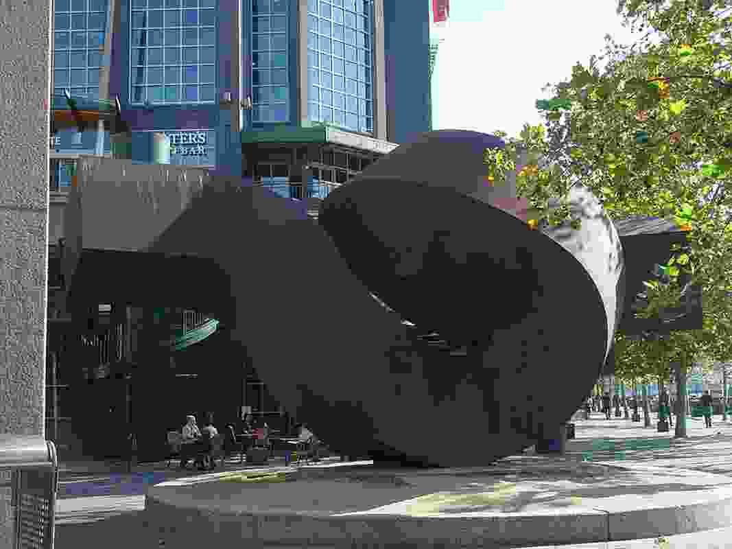 Meadmore's Dervish sculpture in Southbank, Melbourne (1981).