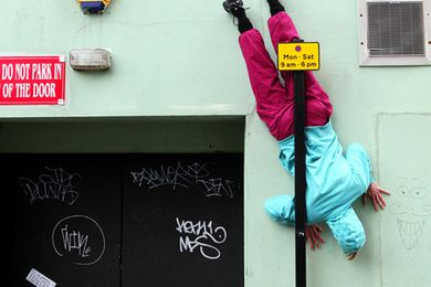 Bodies in Urban Spaces, choreography by Cie. Willi Dorner.