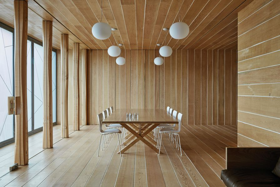 Intergrain UltraClear Interior finish was well suited to the project because it allowed the inherent qualities of the Douglas fir to be expressed.
