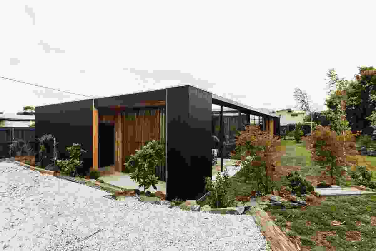 Five Yards House by Archier.