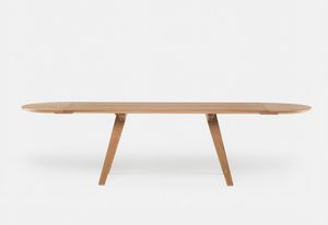 The design of the Together dining table for De La Espada was limited to the maximum dimensions considered conducive to comfortable conversation.