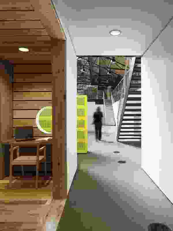 Intimate work spaces and highlights of mimosa yellow distinguish the Vicurban offices.