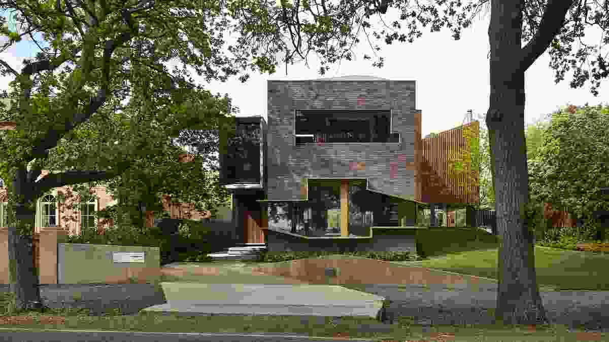 Lake Wendouree Residence by John Wardle Architects.