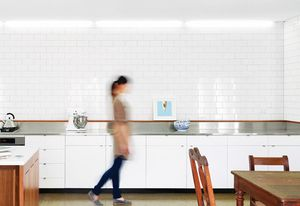 Johnson white gloss tiles in Boston Street House.
