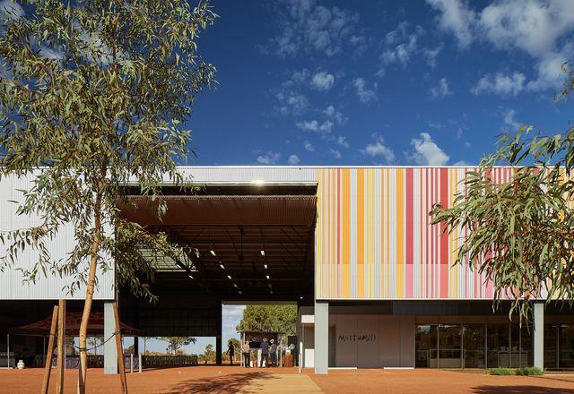 大棚提供宽敞的卧底空间,这些空间受到严酷气候的影响,以及用于展览和活动的灵活性。