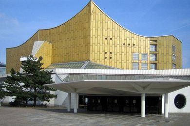 Berliner Philharmonie by Hans Scharoun (1963).