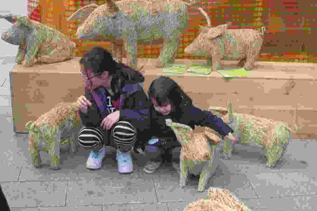 Straw animal sculptures at Brera.