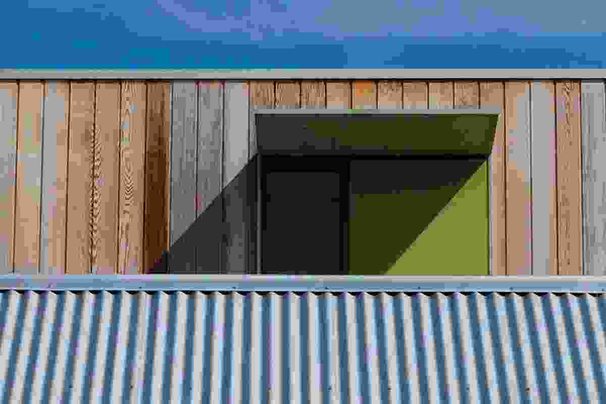In a playful gesture, the rear extension peeks over the cottage roof.