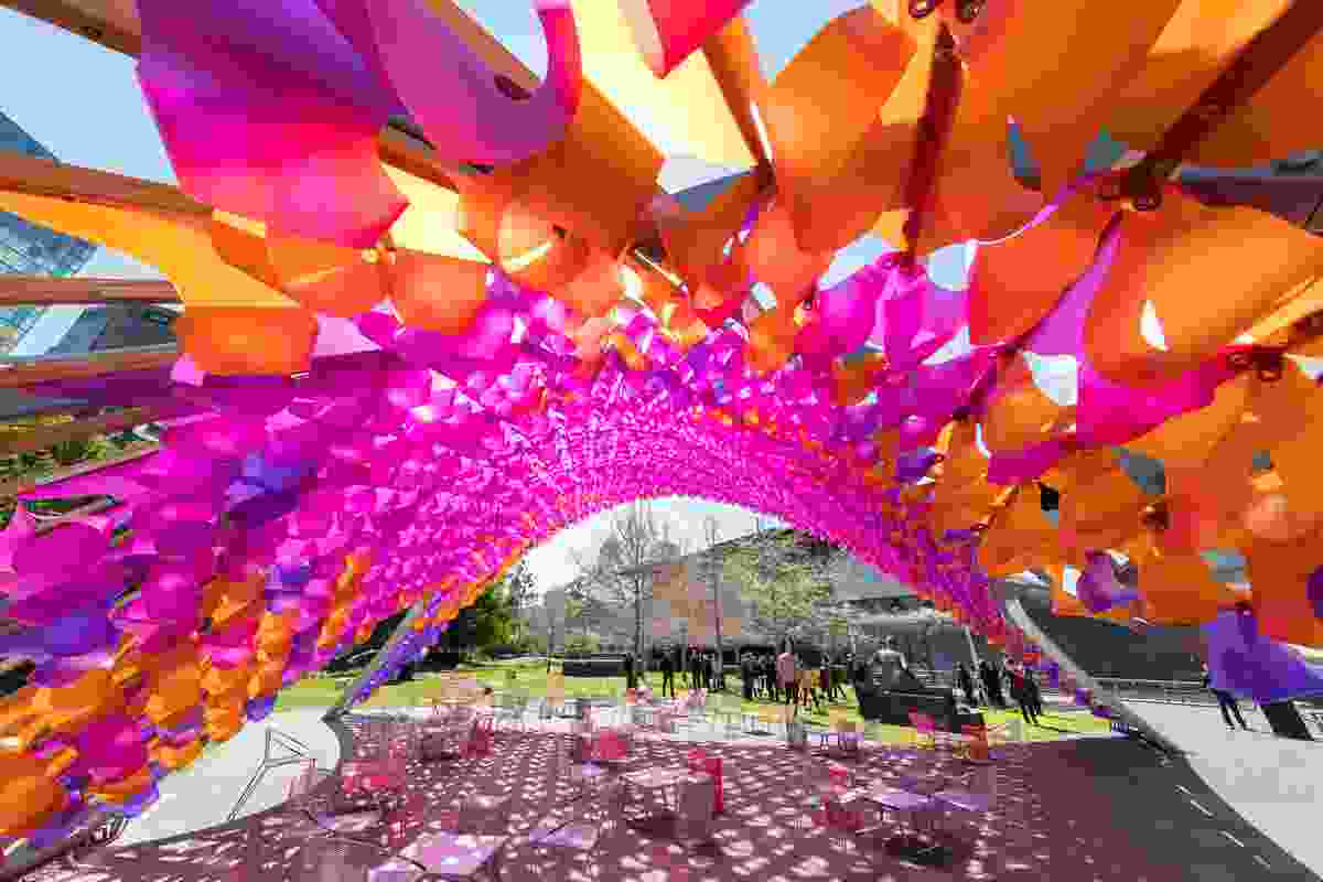 The polypropylene elements which adorn the underside of the pavilion by John Wardle Architects represent the colours of summer and autumn.