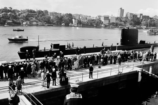 The submarine HMAS Oxley at the HMAS Platypus Wharf, 1967.