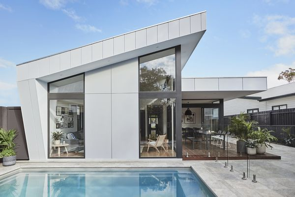 This house in Williamstown, Melbourne features the Scyon Walls range by James Hardie, including Matrix and Stria cladding.