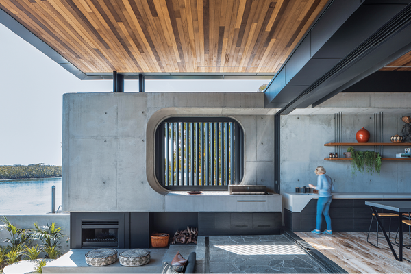 The floating roof ties together the home's concrete and timber elements and gives lightness to its form.