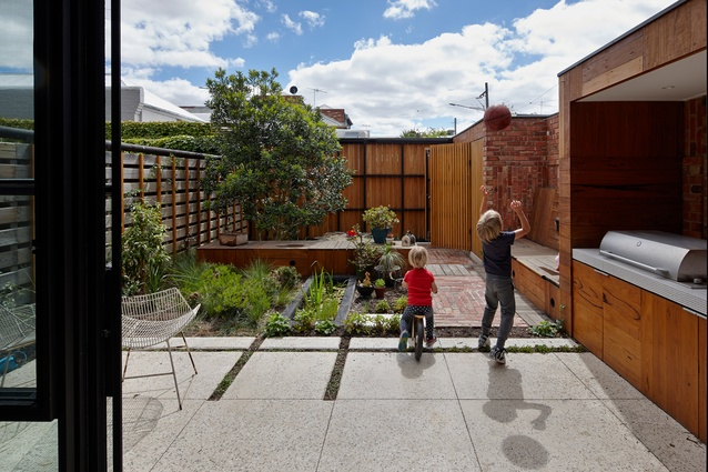 Cubo Rear Garden by Simon Ellis Landscape Architects in collaboration with Phooey Architects.