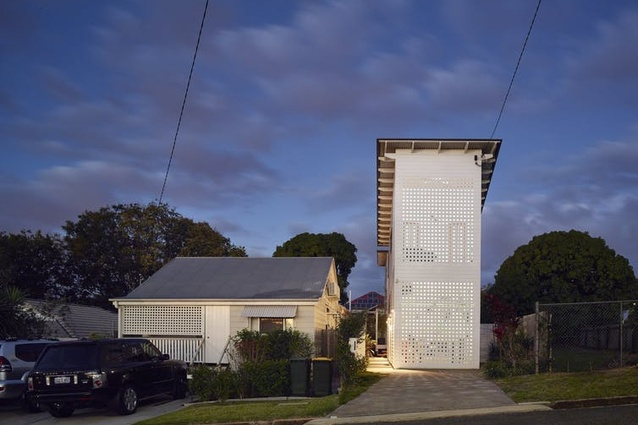 Two Pavilion House (2014) was designed by Kirsty Volz and David Toussaint.
