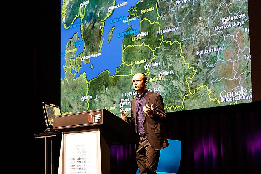 Historian, artist and theorist, Jorge Otero-Pailos (Columbia University) speaking at the 2013 National Architecture Conference – Material.