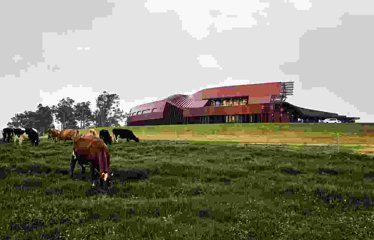 Programmatic shifts areexpressed externally, signalling the transition from barn to shed and alluding tothe collection of buildings that typically characterize farm settings.