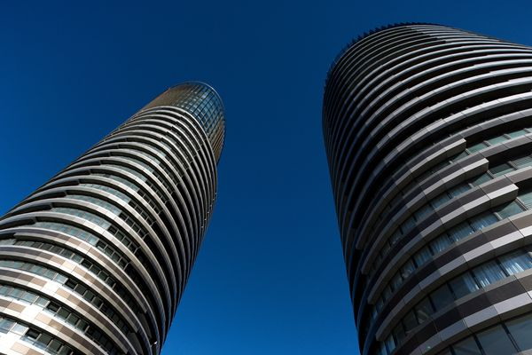 The twin elliptical towers of Australia Towers make for an impressive sight, with alternating striations of glazed surfaces and bronze panels.