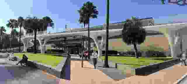线性的选择为悉尼海港大桥的自行车道北入口坡道。