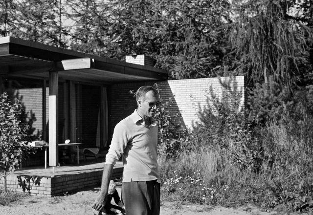 Jørn Utzon at the Utzon House in Hellebæk.