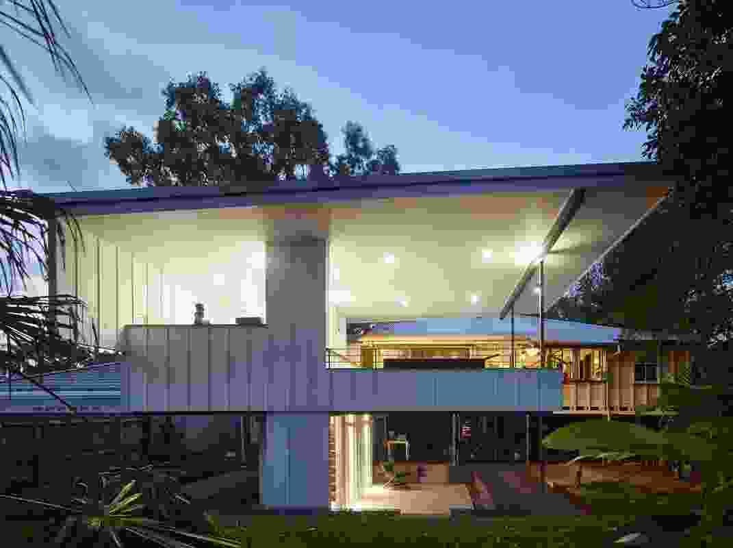 Bath House (QLD) by Stephen de Jersey Architect.