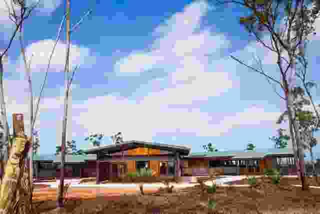 Garma文化知识中心位于Wiwatj(北东阿姆郡东北地区的Gulkula)。架构是由土着客户用作传达口腔历史的媒介并讲述故事的媒介。