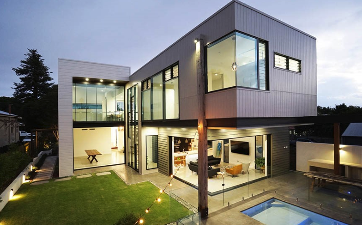 Lightweight walling can make it less expensive to create cantilevered upper levels.