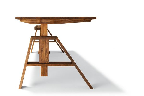 The Atelier desk can be adjusted in height to suit individual needs.