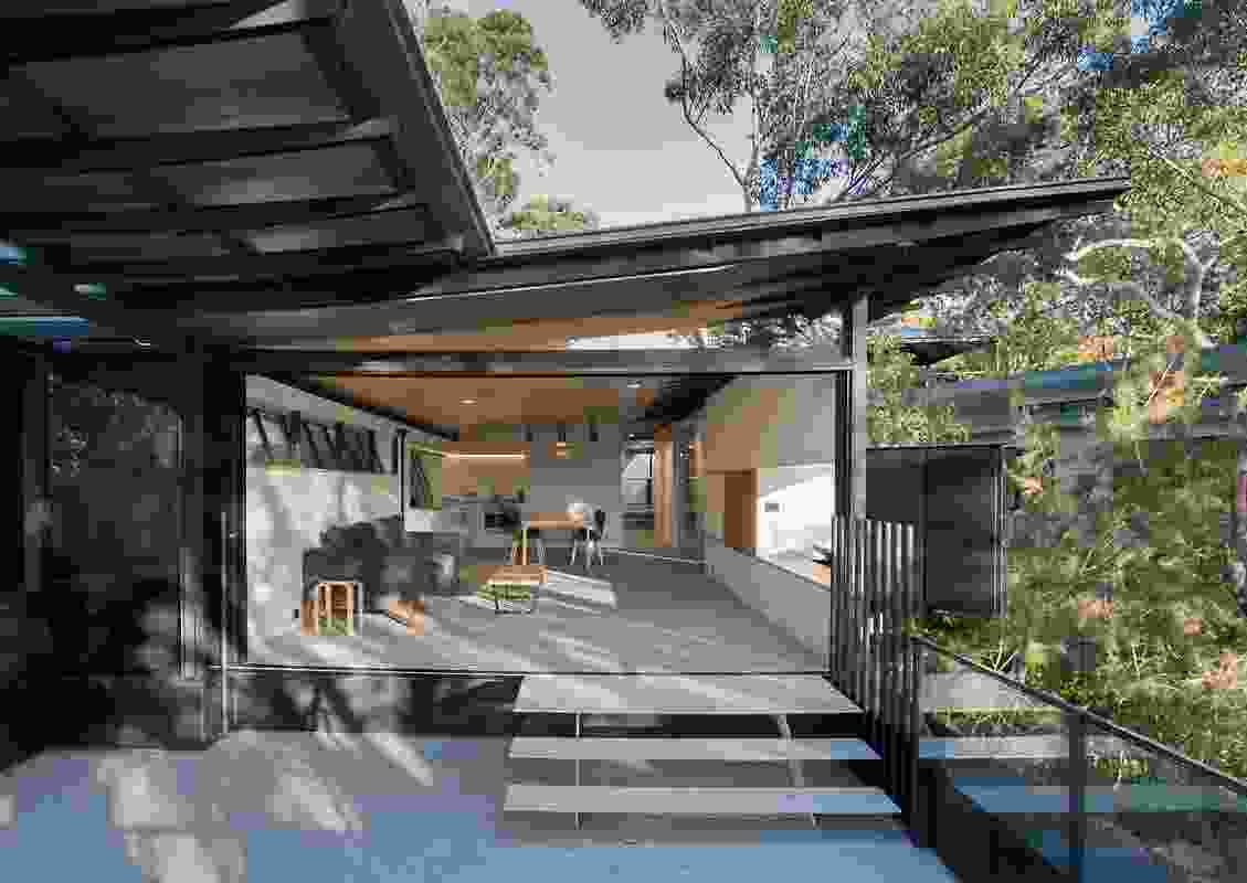 Donaldson House by Glenn Murcutt has views of Pittwater to the west.