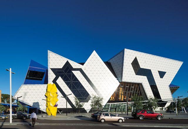 该架构旨在引起象征性解释。