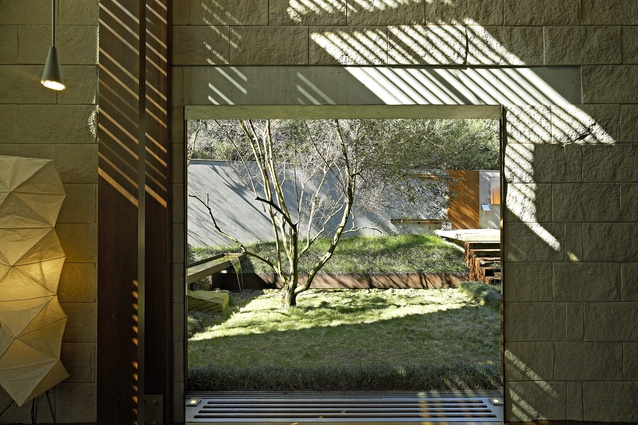 Bay House by Peter Stutchbury Architecture (2000).