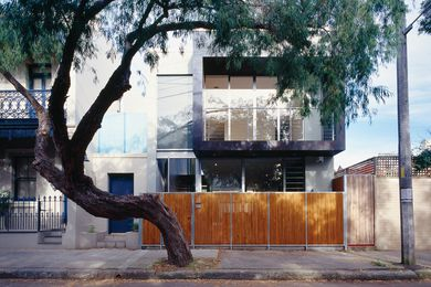 The Milis Salem House is the product of a simple idea – the division of private and public spaces into upper and lower volumes respectively.