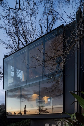 Kew House in Kew, Melbourne designed by John Wardle Architects, 2000, photographed by Trevor Mein.