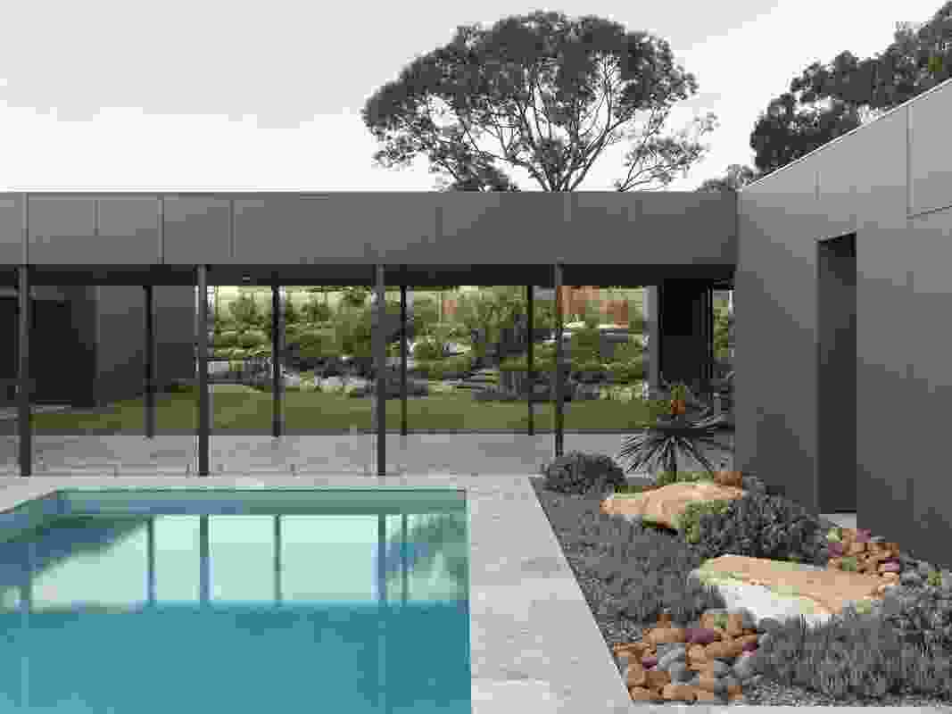 Macmasters Beach Courtyard House by Matt Thitchener Architect.