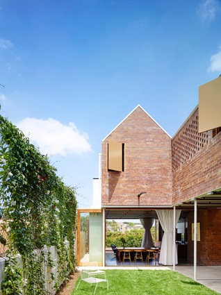 Christian Street House (Qld) by James Russell Architect.
