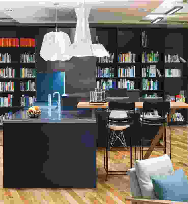 Alternative working spaces complement individual work points.