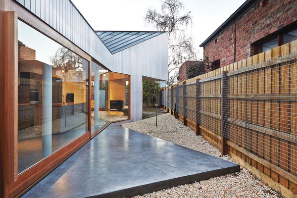 """The roof dramatically dips to the south, forming a """"V"""" over the kitchen space and giving the house the bow shape from which it gained its moniker."""