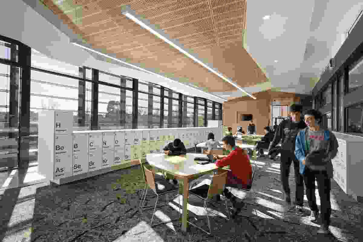 The Elizabeth Blackburn School of Sciences by ClarkeHopkinsClarke features a pilot geothermal energy system that reduces the building's running costs by around 95 percent.